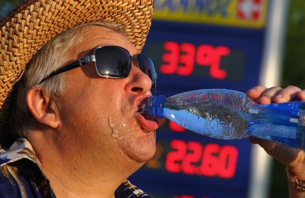 Эксперты: пить бутилированную воду – вредить здоровью
