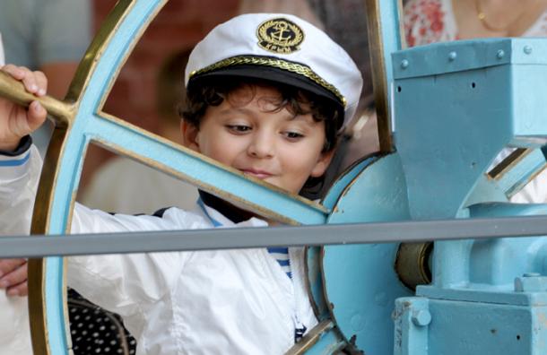 Счастливое детство приводит к успеху и богатству в будущем - Ученые
