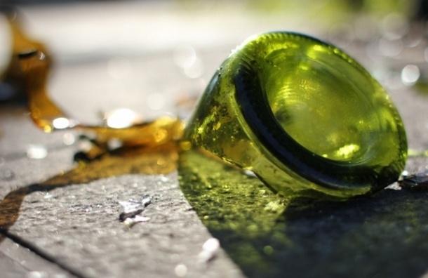 Девушки-подростки с «розочкой» напали на мужчину на Невском проспекте