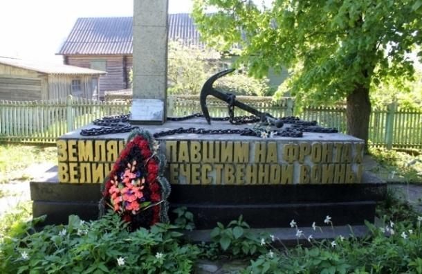 В Ленобласти вандалы разбили памятник участникам войны