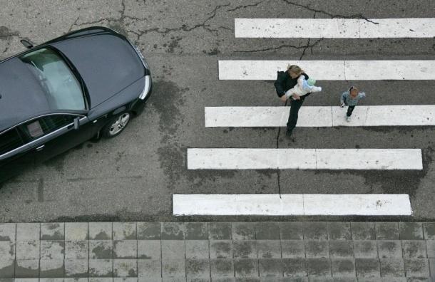 800 пешеходных переходов оборудуют тревожными кнопками