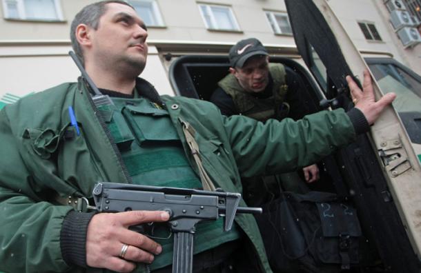 Вооруженные грабители ранили двух инкассаторов в центре Москвы