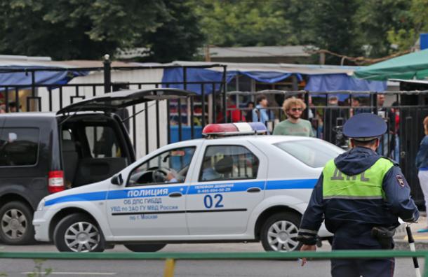 Коллег избитого в Москве полицейского уволят со службы
