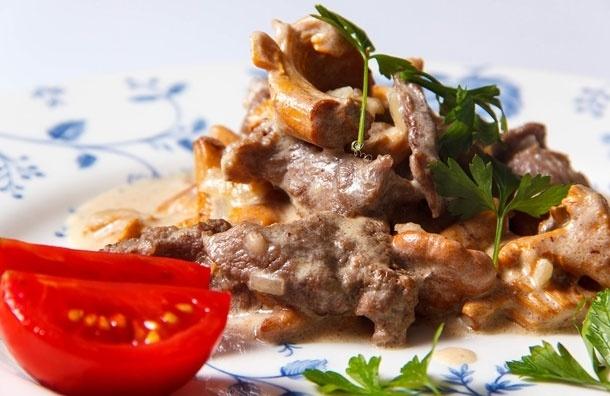 Лисички с мясом. Рецепт от Сергея Милянчикова