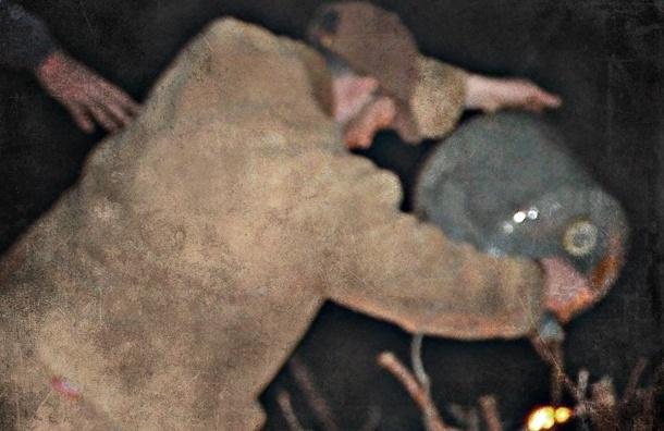 Мужчина облил бензином и поджег своего друга, спящего на скамейке