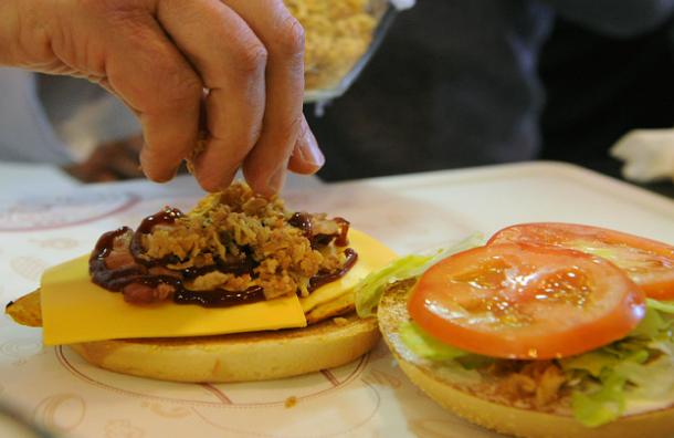 Искусственное мясо и продукты из насекомых должны спасти мир от голода – Голландские ученые