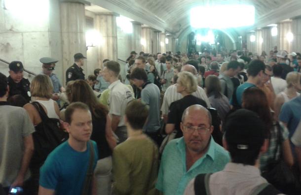 Поезда метро от станции