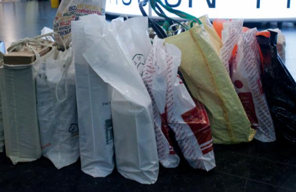 Бесплатные полиэтиленовые пакеты в российских магазинах предлагают запретить