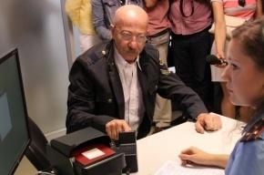 Александр Розенбаум получил загранпаспорт с отпечатками пальцев