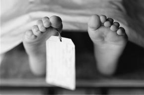 У метро «Старая Деревня» нашли тело мужчины с порезанной шеей