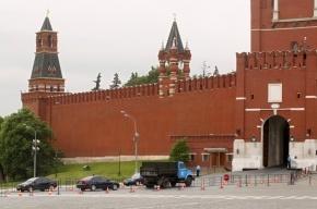 Туриста оштрафовали за попытку пролезть в Кремль под воротами Спасской башни