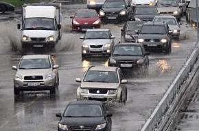 В Москве из-за ливня парализовано движение на Боровском шоссе