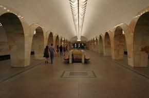 Пассажир метро Москвы совершил самоубийство на станции «Кузнецкий мост»