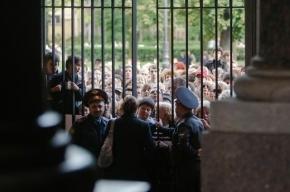 Зрителям в Петропавловке пришлось слушать «Оперу всем» издалека