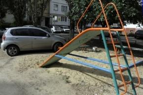 Петербуржца до смерти избили на детской площадке