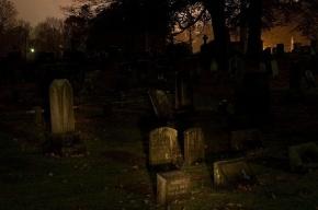 Молодого человека похитили, вывезли на кладбище, избили и раздели