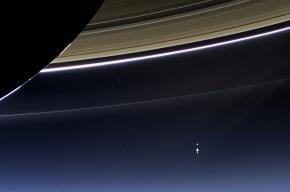 «Кассини» сфотографировал Землю через кольца Сатурна