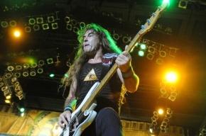 Стив Харрис из Iron Maiden прогулялся по центру Петербурга с охраной