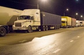На Московском шоссе столкнулись три грузовика: погибли два человека