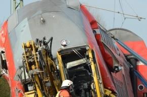 При крушении пассажирского поезда во Франции погибло не менее 8 человек