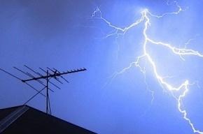Невский район ненадолго остался без света из-за молнии