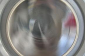 5-летнему мальчику пришили руку, оторванную стиральной машиной