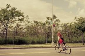 В Колпино иномарка сбила двух девочек на велосипедах
