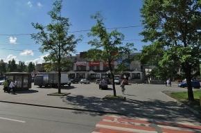 В Колпино мужчина ограбил ларек и попросил полицейского его подвезти