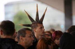 Сотни фанатов пришли проститься с Михаилом Горшеневым из «Короля и шута»