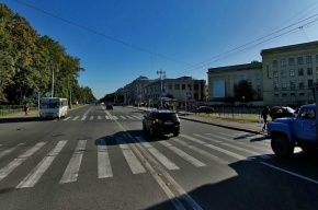 В Василеостровском районе иномарка сбила мать с младенцем
