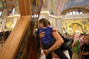 Очередь к кресту Андрея Первозванного растянулась на сотни метров