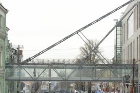 Мост между двумя Мариинками упирается в глухую стену