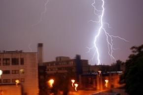 МЧС Петербурга предупреждает о грозе и сильном ветре 22 июля