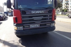 На Пискаревском проспекте маршрутка столкнулась с грузовиком Scania