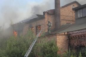 В Петербурге горит здание на территории Варшавского вокзала
