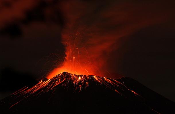 Власти Мексики из-за возросшей активности вулкана  Попокатепетль готовят население к эвакуации