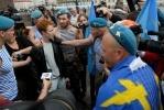Фоторепортаж: «Акция ЛГБТ-активиста в День ВДВ на Дворцовой площади»