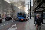 На Невском проспекте загорелся троллейбус: Фоторепортаж
