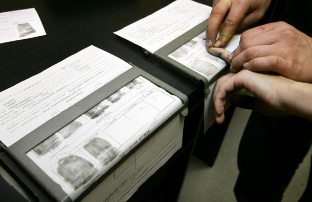 Депутат предлагает снимать отпечатки пальцев у россиян, разъезжающих по стране