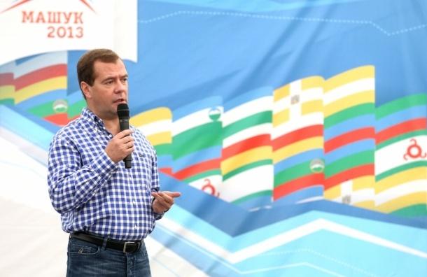 Необходимо закрывать вузы, чьи выпускники не нужны рынку труда  - Д.Медведев