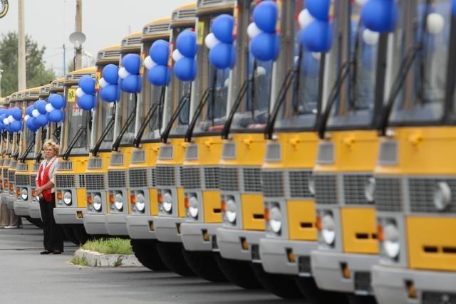 Новые школьные автобусы 19 августа 2013 : Фото