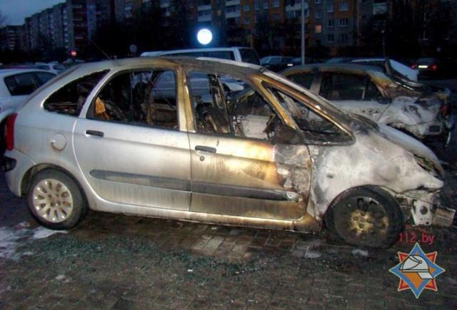 В Петербурге сгорело два автомобиля и автобус, 4 августа 2013: Фото