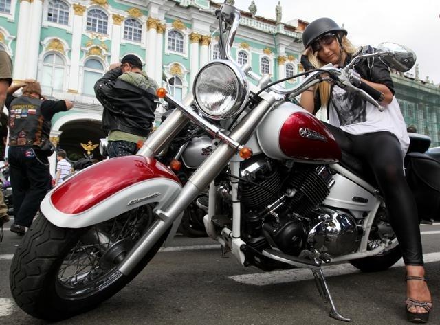 Колонна байкеров на Невском проспекте : Фото