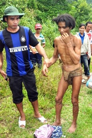Во Вьетнаме обнаружены отец и сын, прожившие в изоляции от цивилизации 40 лет : Фото