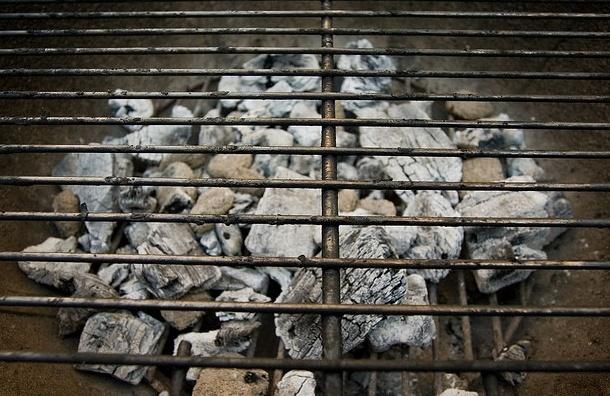 В Красносельском районе петербуржца закололи шампуром