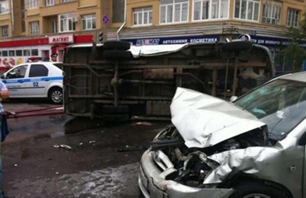 Машина ФСБ столкнулась с иномаркой на Велозаводской улице - ВИДЕО