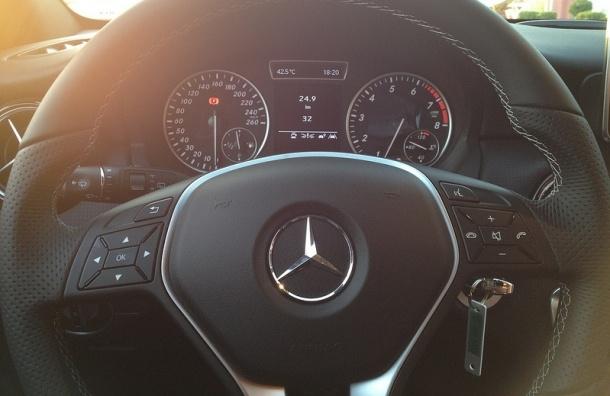 Пассажирка Mercedes погибла в ДТП на проспекте Испытателей
