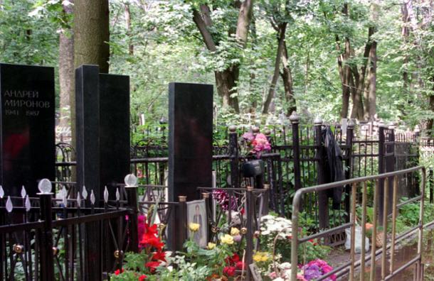 Электромобили будут перевозить посетителей на столичных кладбищах