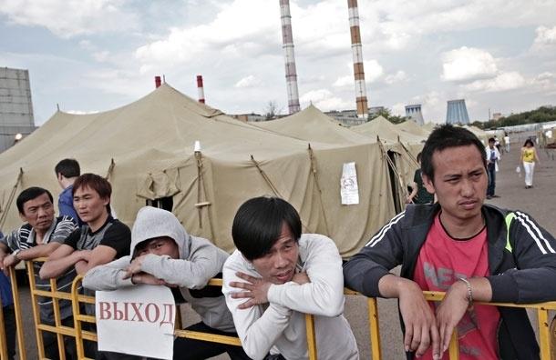Полиция обещает продолжать проверки на рынках Москвы