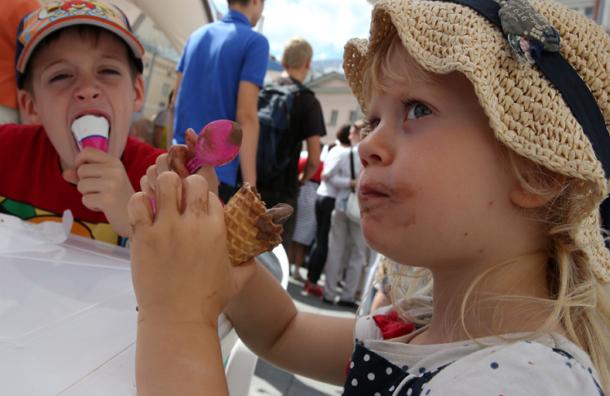 Роспотребнадзор призывает россиян жаловаться на помятое мороженое